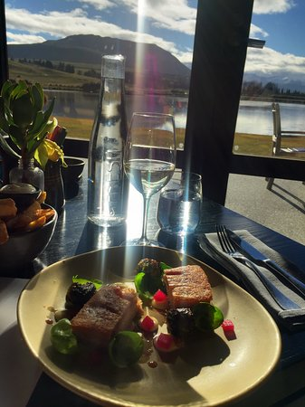 Jacks Point Restaurant: Great food, local wine, stunning views