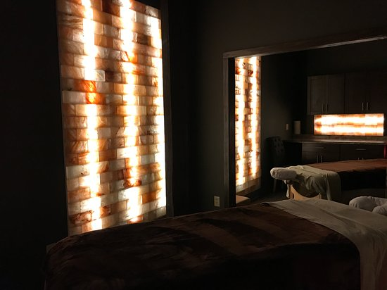 Salem, Nueva Hampshire: Couples Massage area with Himalayan salt walls