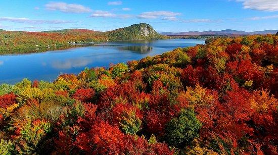 Mount Pinacle: Vue lac Lyster et le Mont Pinacle l'automne