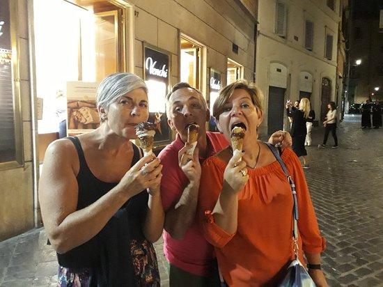 Venchi Cioccolato e Gelato, Roma Via del Corso, Fontana di Trevi: 20180527_225409_large.jpg