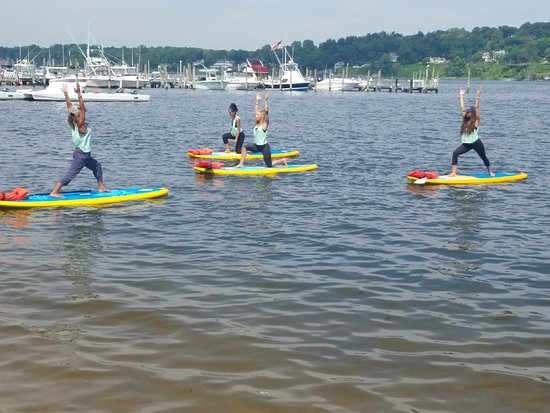 Red Bank, Нью-Джерси: Get our Flow on in our SUP Yoga Class