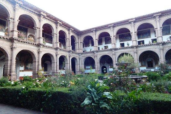 Church and Convent of Our Lady of Mercy (Iglesia de La Merced): Patio interno