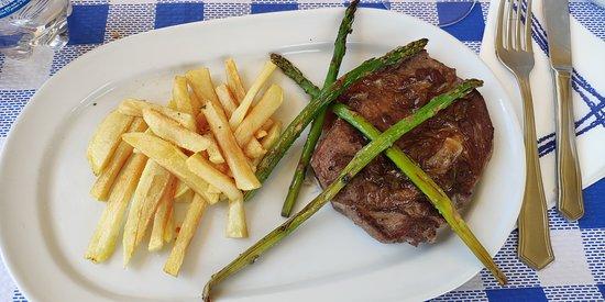 Tamajon, Spain: Medallon de ternera, la carne en su punte, muy tierna