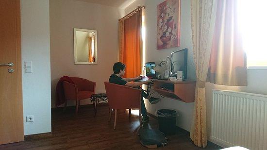 Großenlüder, Deutschland: Zimmer mit W-Lan, ganz wichtig, wenn auch nicht schnell ;o)