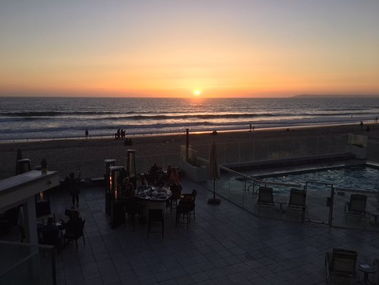 Imperial Beach, Kalifornien: Sunset from my room overlooking dining area, pool and beach