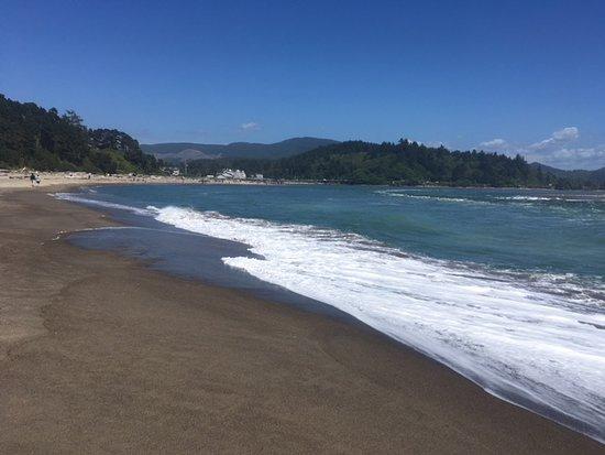 Otis, Oregón: More beautiful beach views and active surf!
