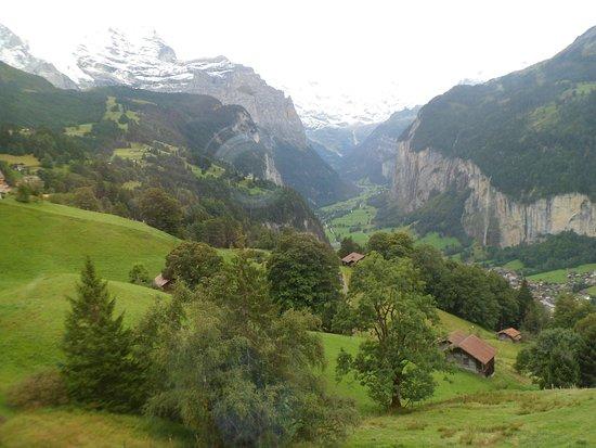 Hotel Falken Wengen: The beautiful Lautrebrunnen Valley