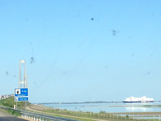 Западная Зеландия, Дания: An international ferry is in view & the giant bridge in the distance