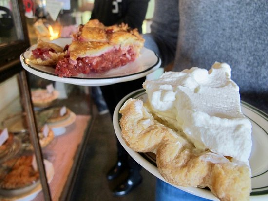 Forktown Food Tours: Taste the best pie in town on the Division Street Tour!