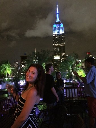 230 FIFTH ROOFTOP BAR NYC: Cloudy but beautiful night
