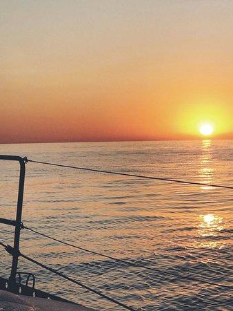 Boat Monty Charter: Sunset