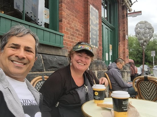 Distillery Historic District: Enjoying coffee and area
