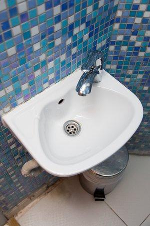 Saint-Jans-Molenbeek, Bélgica: Toilet Washbasin
