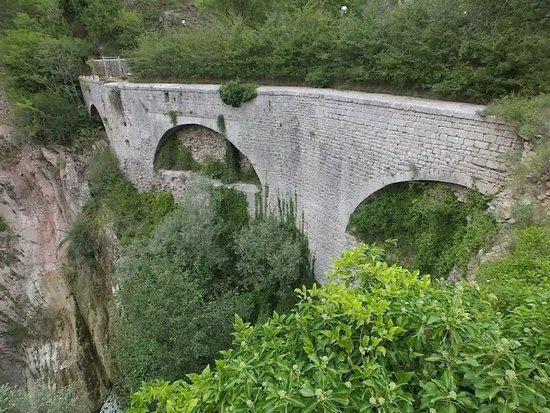 """Passeggiata Acquedotto Medievale """"Gola del Bottaccione"""" Gubbio"""