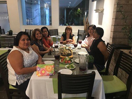 Lazaro Cardenas, Mexico: Celebrando el cumpleaños de una amiga