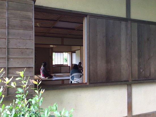Liliuokalani Gardens: Tea House donated by a city in Japan