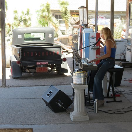 Hackberry, AZ: Live Music on Friday