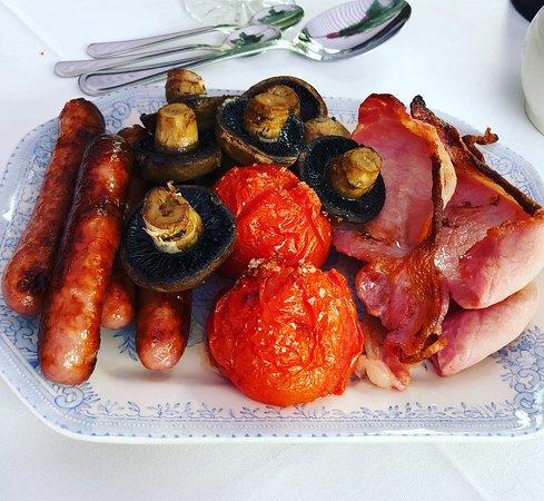 Kirkbymoorside, UK: Homemade and AMAZING traditional English breakfast.