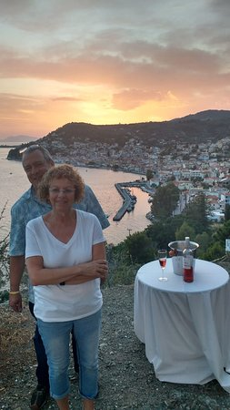 Rovies, Greece: Surprise at sunset overlooking Limni