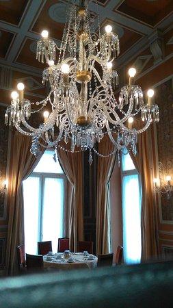 Hotel Avenida Palace: un luster du salon des petits déjeuners