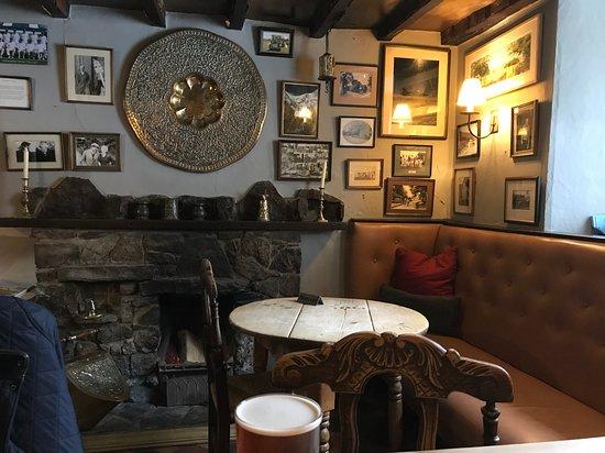 Alstonefield, UK: The snug bar