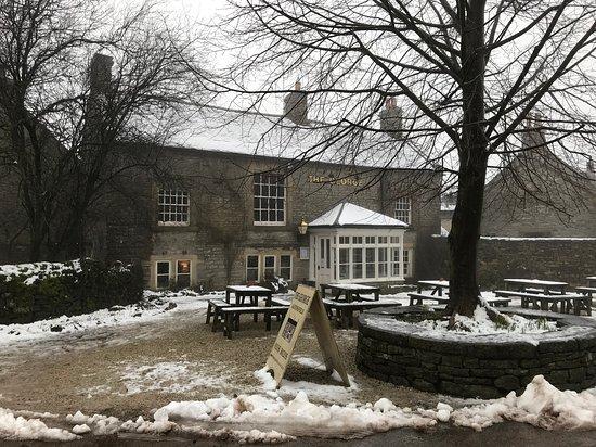Alstonefield, UK: Exterior of The George