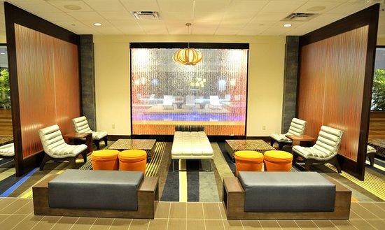 Holiday Inn & Suites Charleston West: Lobby