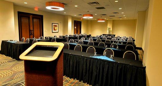 Holiday Inn & Suites Charleston West: Spa