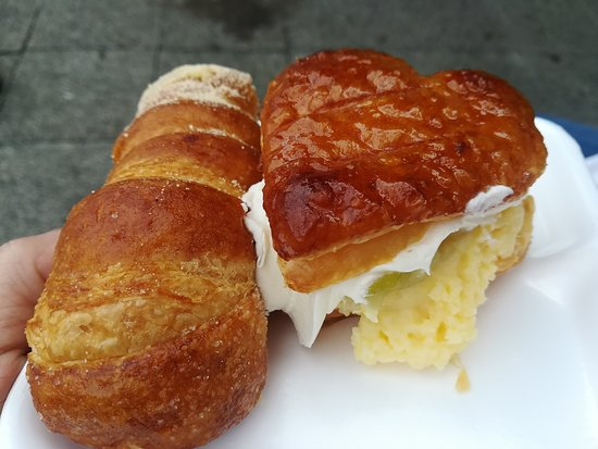 Corica Pastries: Yummy apple strudel and...