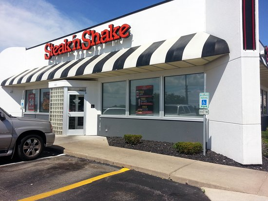 Lake in the Hills, IL: front of & entrance to Steak 'N Shake