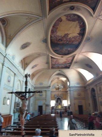 Interno chiesa di san pietro a san pietro in volta di Pellestrina
