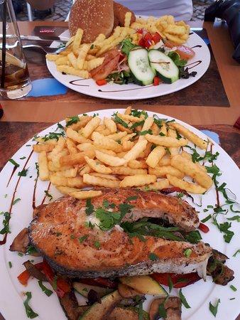 Restaurante Mare: Grilled salmon and Fish Hamburger at Mare, Lagos