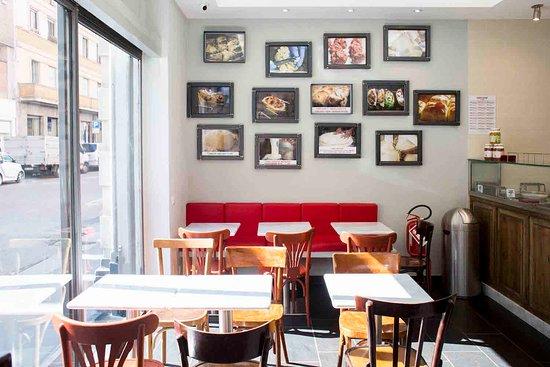 Trapizzino A Via Marghera 12 Tavoli E Sedie Per Una Serata In Compagnia Picture Of Trapizzino Milano Milan Tripadvisor
