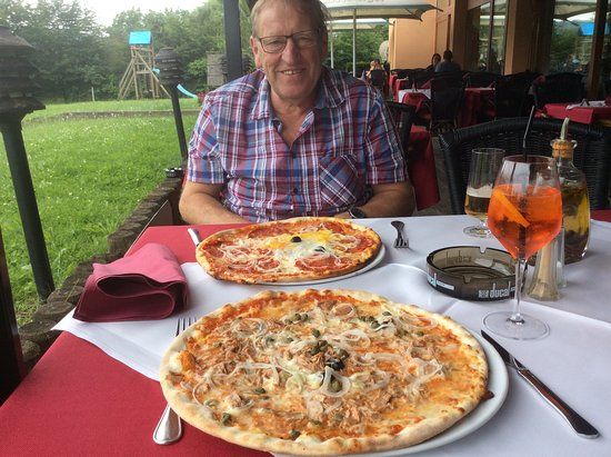 Schengen, Luxembourg: Deliciosas pizzas y de buen tamaño