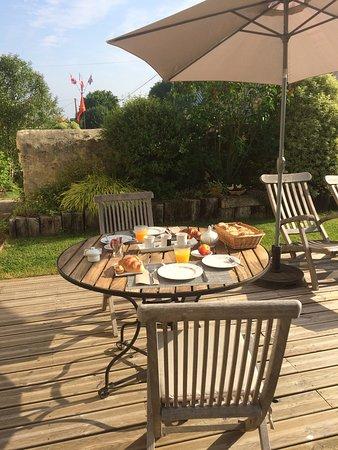 Isigny-sur-Mer, France : Breakfast in the garden