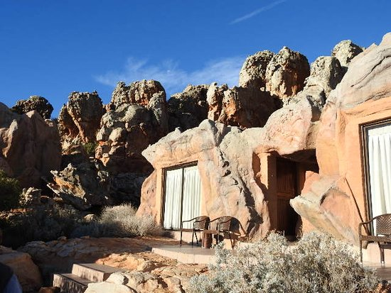 Kagga Kamma Private Game Reserve, Νότια Αφρική: The cave rooms with en suite bathrooms.