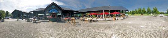 Lohmar, Alemanha: Panoramablick auf Hof