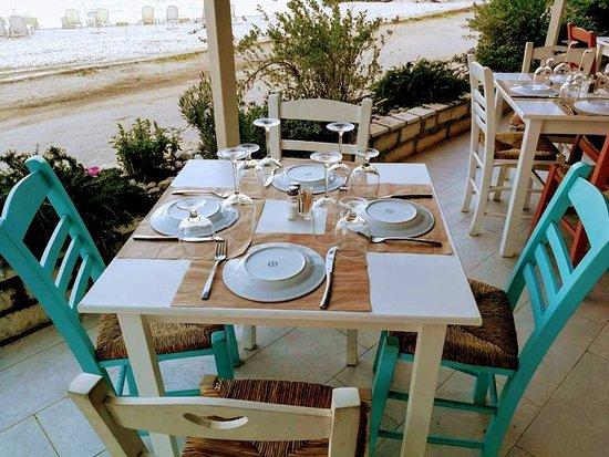 Mikros Gialos, Greece: New Look! New Menu!