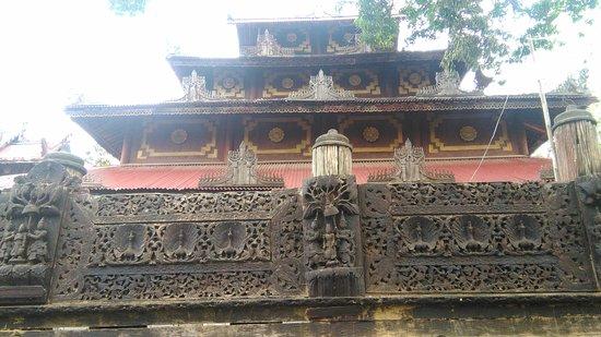 Myat Tha Lon Pagoda: Wooden Monastery at Lel' Kaing Village