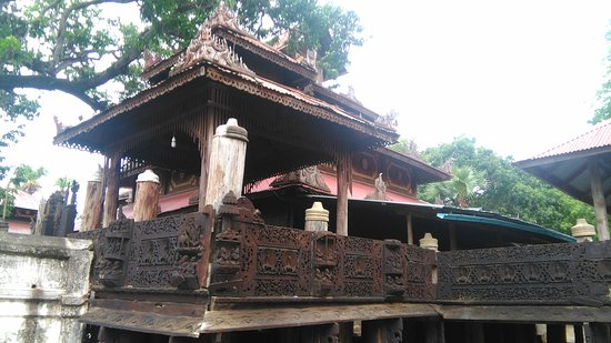 Myat Tha Lon Pagoda: Old Wooden Monastery at Lel' Kaing Village ( One hour drive from Magway )