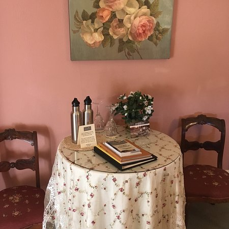 The Gables Wine Country Inn: photo1.jpg