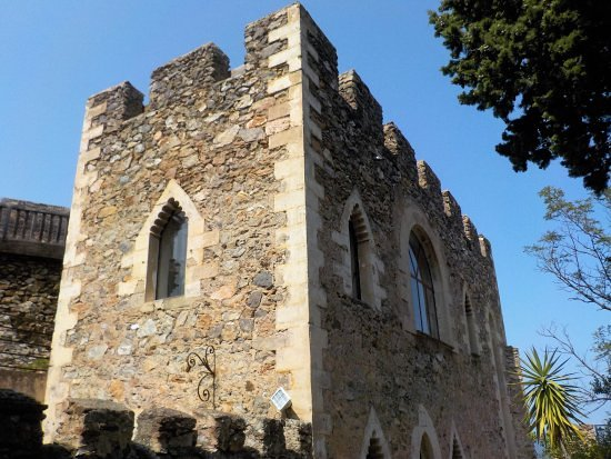 Castelnou, France: La tour du Vicomte Satgé