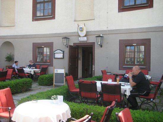 Schlossstuben: Sirtplätze im Freien