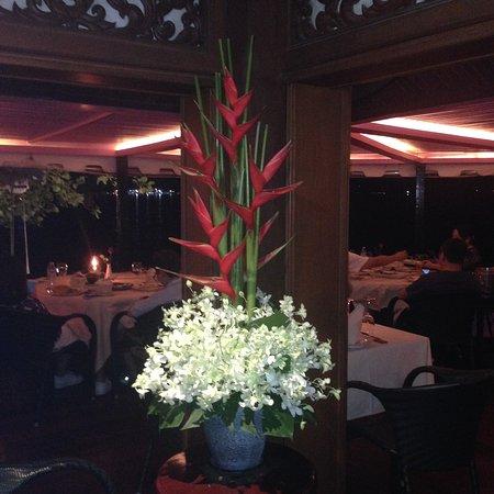 Baan Rim Pa Patong: Холл ресторана