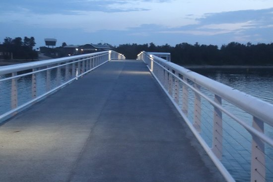 Lakes Entrance, Australia: White railings