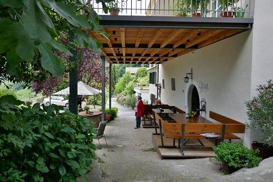 Modern Ist Nur Die Uberdachte Terrasse Picture Of Buschenschank