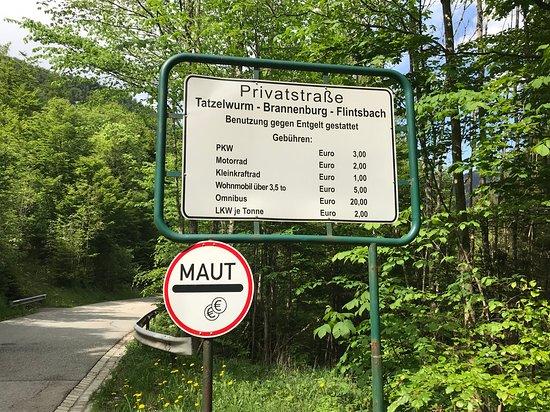 "Die Privatstraße ""Tatzelwurmstraße"""