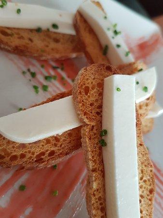 Restaurante B&B: Tostaditas con queso fresco y mermelada natural de fresa