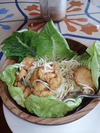 Tanah Lot, Indonésia: Thai mango chicken salad...makanan pembuka yg segar n menggunggah napsu makan untuk menu selanju