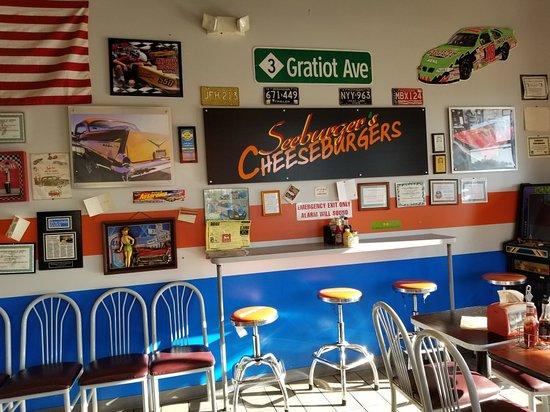 โรสวิลล์, มิชิแกน: Seeburger's Cheeseburgers